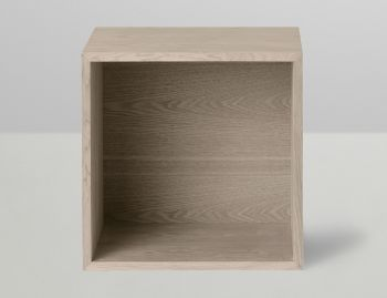Stacked Shelf Medium Oak Backboard by JDS Architects for Muuto image